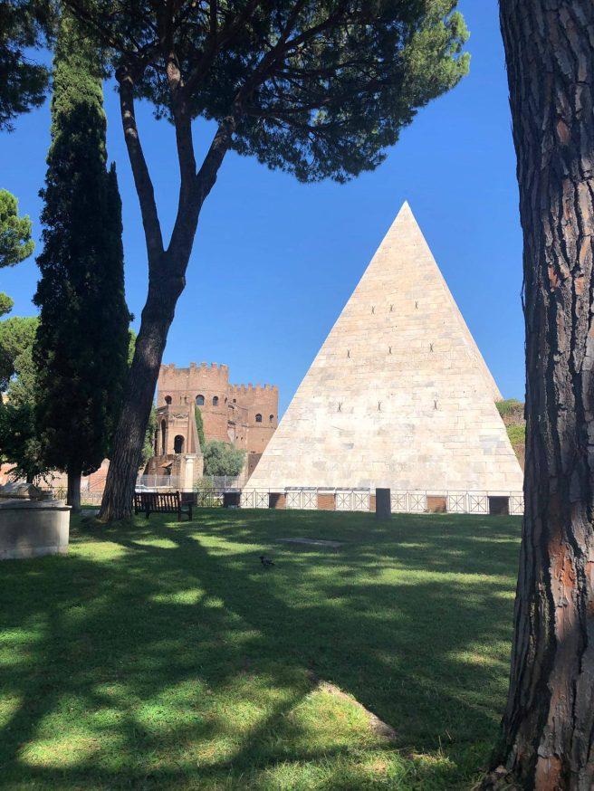 Cimetière Pyramide Roma -Mélina Gabler -